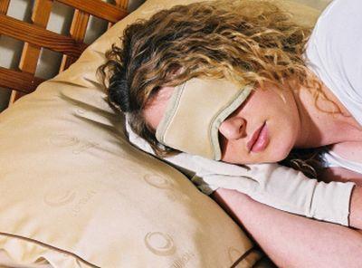 顔のシワを伸ばしてくれる枕