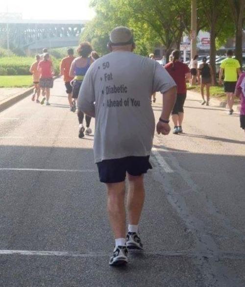 おもしろTシャツを着た老人たち03