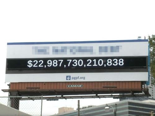 道路情報版の巨大な数字