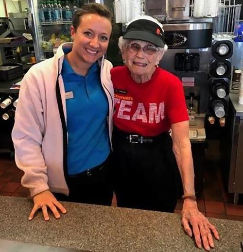 94歳おばあちゃんは現役のマクドナルド店員01