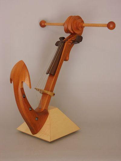 変わった形のバイオリン12