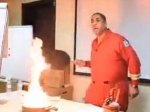 フライパンの油が燃えたときの消し方03