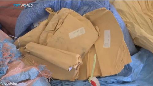 8年間ブロックされていた10トンの郵便物がパレスチナに03