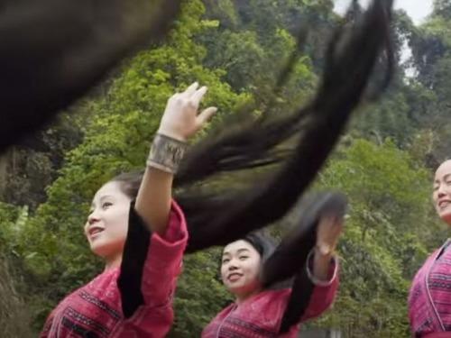 女性の髪は17歳になるときに1度切るだけ00