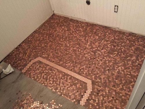 1セント硬貨を床に敷いた家03