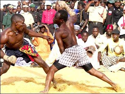 アフリカで繰り広げられるド迫力の格闘技03
