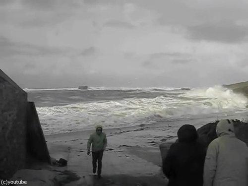 「嵐のときにビーチに近づいてはいけない理由」01