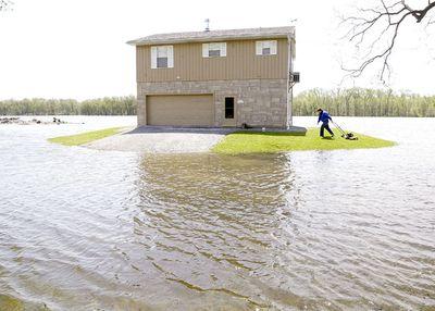彼が洪水でも芝刈りをする理由TOP