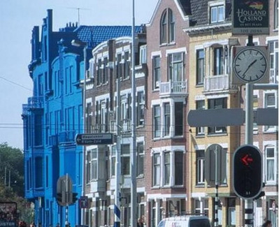 真っ青に染めてしまったロッテルダムの建物08