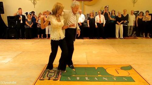 カッコいいお年寄りのダンス02