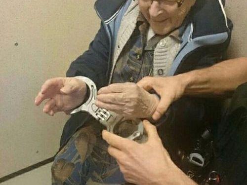 100歳のおばあちゃんが逮捕00