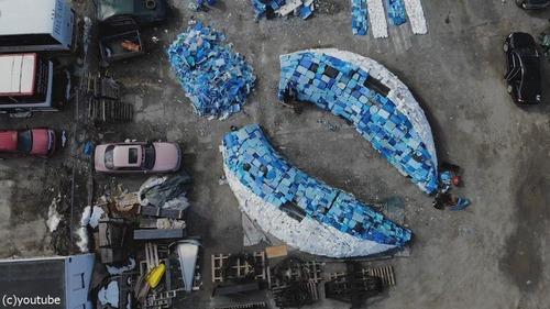 海洋ゴミで作った巨大クジラ06