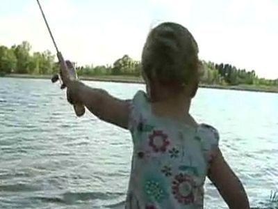 2歳幼女が大物釣り上げ02