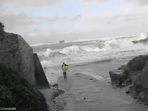 「嵐のときにビーチに近づいてはいけない理由」07