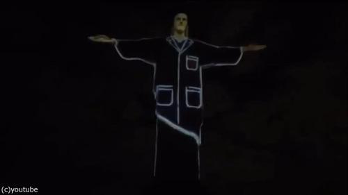 ブラジルのキリスト像が白衣姿に05