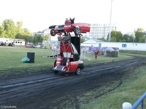 ロボットに変形する車「リアル・トランスフォーマー」06