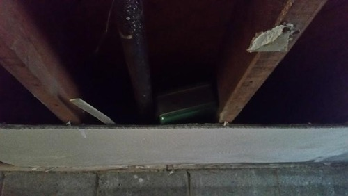 天井裏に謎の箱02