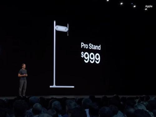 Appleの10万円以上するモニタースタンドの代用品00