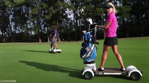 ゴルフ場に置いてあったらいいのに!ゴルフそっちのけで夢中になりそうなゴルフカート…ならぬゴルフボード