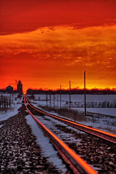 線路に反射する朝日04