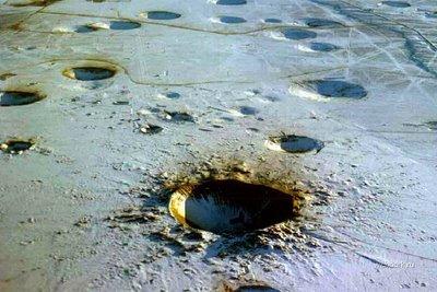 地下核実験によって出来たクレーター01