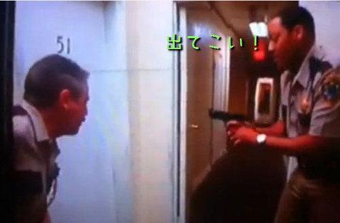 ソチ五輪で選手がトイレのドアをぶち破る03