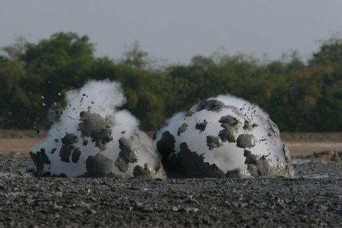 泥火山の泡04