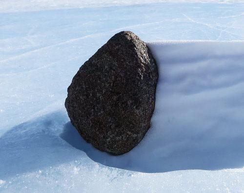 南極で隕石を見つけた02