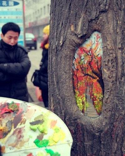 木の幹に絵を描くアート05