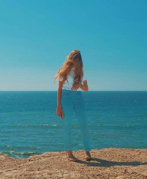 海で透け透けに見える美女01