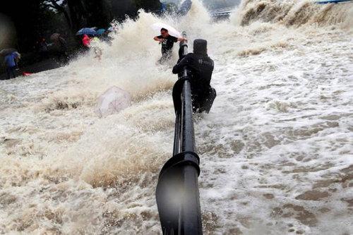 銭塘江の大波21