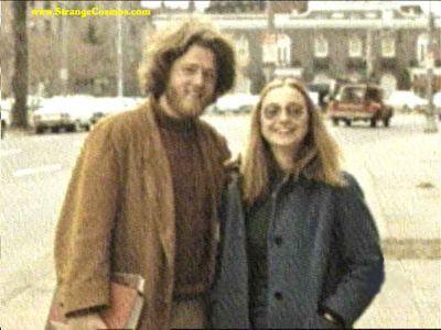 若い頃のクリントン夫妻とオバマ氏とブッシュ大統領01