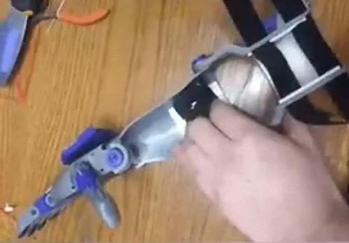 3Dプリンターで息子の義手を作るパパ04