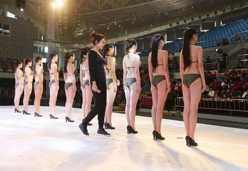 中国ではキャビンアテンダント志望の競争率が高い11