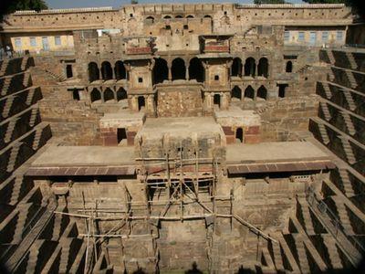 階段だらけのインドの井戸「Chand Baori」05
