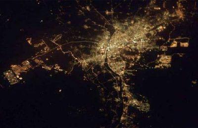 宇宙ステーションから見た世界の大都市の夜景12