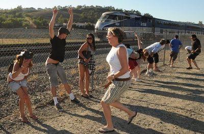 電車にお尻を見せる奇怪なイベント01