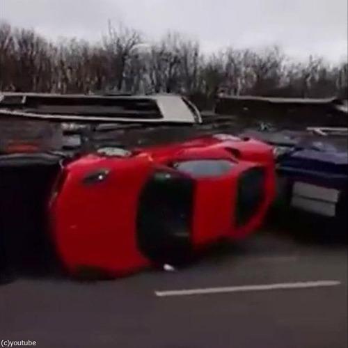 高価な車の横転事故03