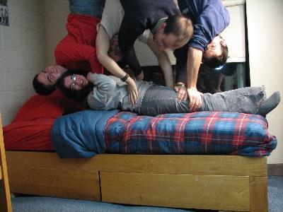 友達が留守の間に部屋を上下さかさまにしたドッキリ05