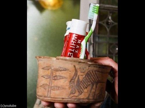 「フリーマーケットで600円で購入したツボを歯ブラシ入れにしていた…」→念のため鑑定したら紀元前1900年に作られたものだった