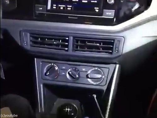 警察も驚いた車にドラッグの隠し場所03