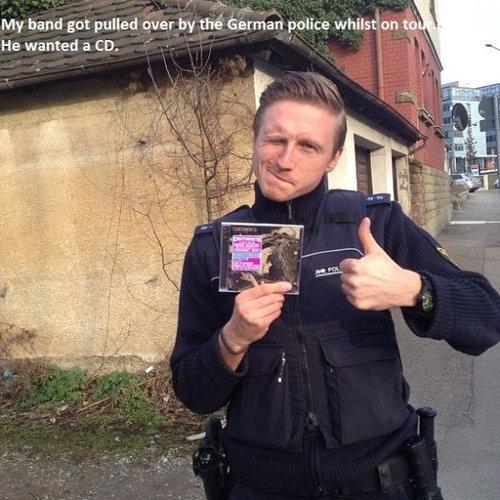 親しみが持てる警察官01