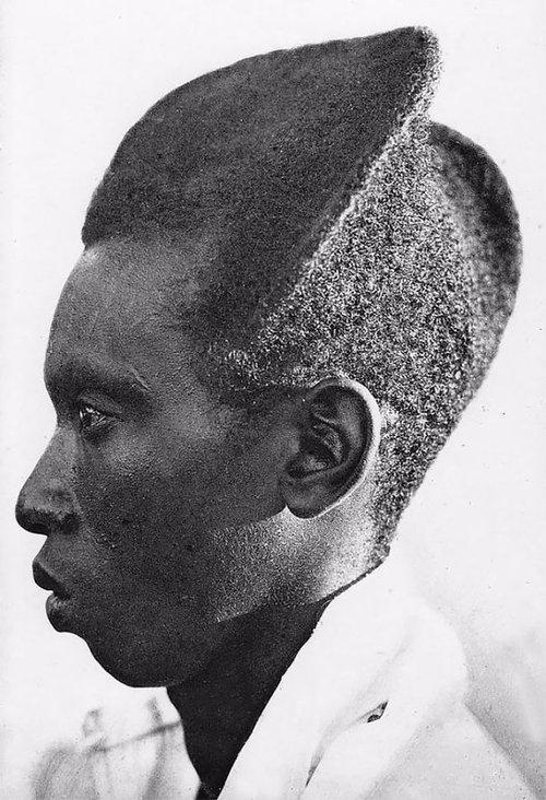 100年前のルワンダの伝統的な髪型04