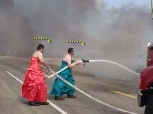 女装したまま消防活動