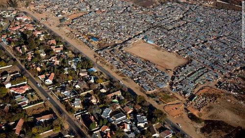 南アフリカの空から見た貧富の差02