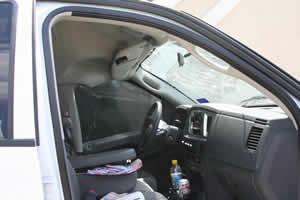 ドライブスルーATMの屋根が崩れる02