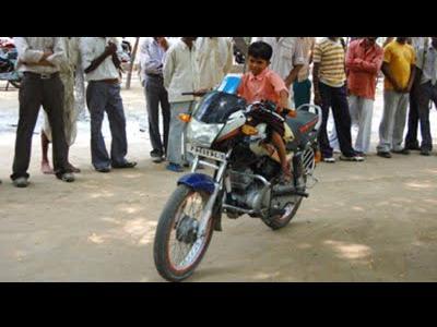 3歳児がバイクの免許を取得