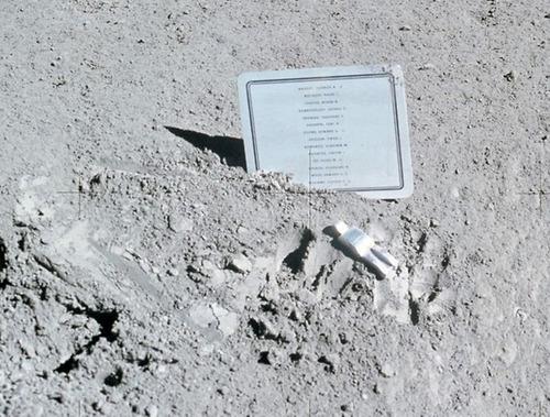 月面の遺留品11