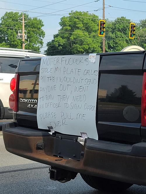 車の後ろの貼り紙 警察へのお願いだった01
