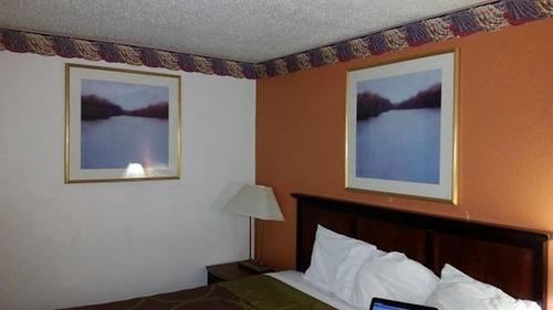 海外の安ホテルで起こること07